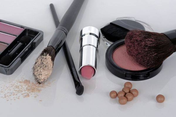 3-Ways-to-Shop-for-Makeup