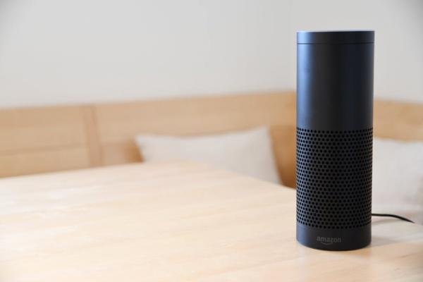 Amazon-Echo-on-a-table