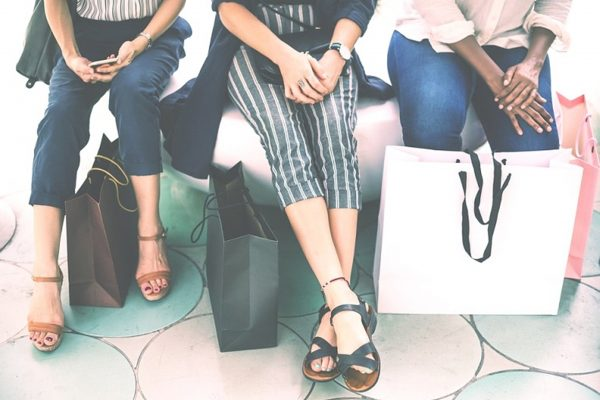 Female-customers-with-shopping-bags3