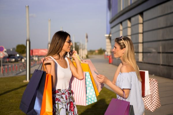 Two-women-holding-shopping-bags (1)